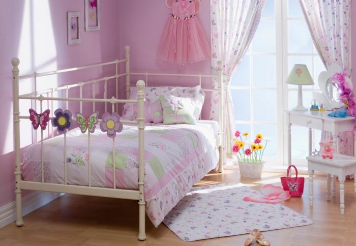 jugendzimmer einrichten mädchenzimmer rosa wandfarbe schönes bett teppich