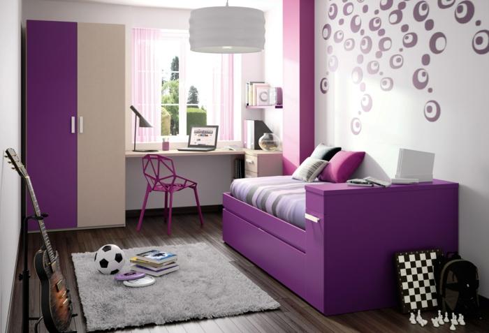 jugendzimmer einrichtung lila bett coole wandgestaltung