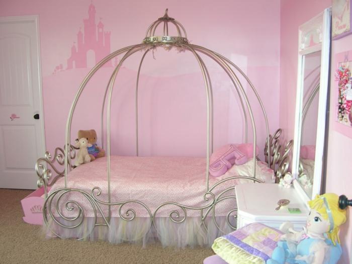 jugendzimmer einrichtung mädchenzimmer einrichten rosa wandgestaltung ausgefallenes bett