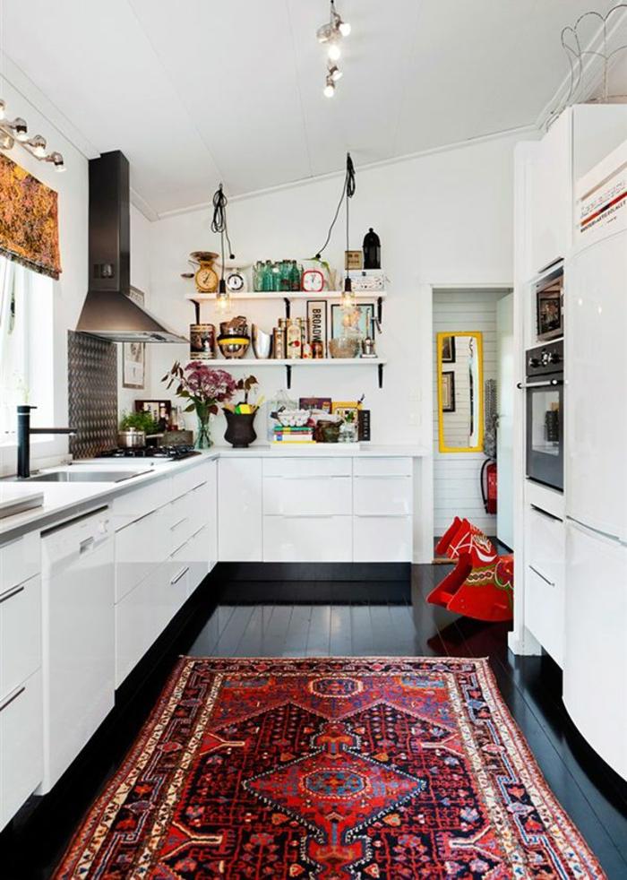 zimmergestaltung küchengestaltung farbiger teppichläufer weiße küchenschränke