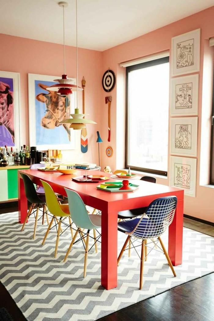 küchenstühle viele farben machen das ambiente bunt und lustig