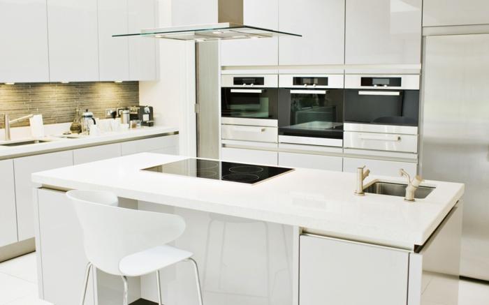 küchenstühle weiße kücheninsel moderne leuchten küche einrichten