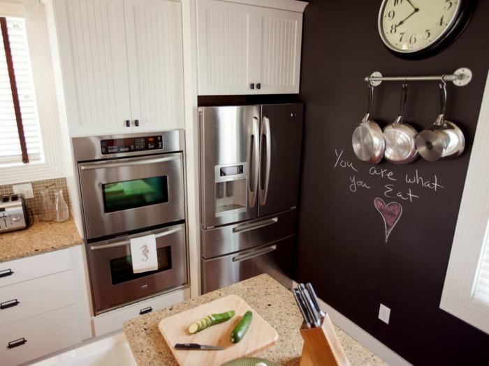 kreative wandgestaltung akzentwand küche metalloberflächen kücheninsel