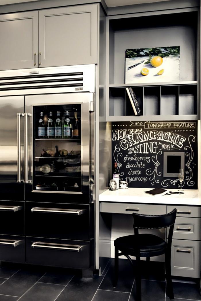 kreative wandgestaltung küche schwarze bodenfliesen