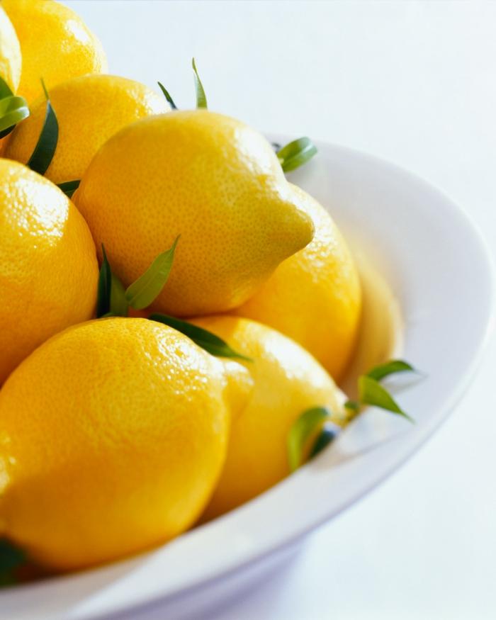 limonade selber machen frisch gepresst früchte zitronen