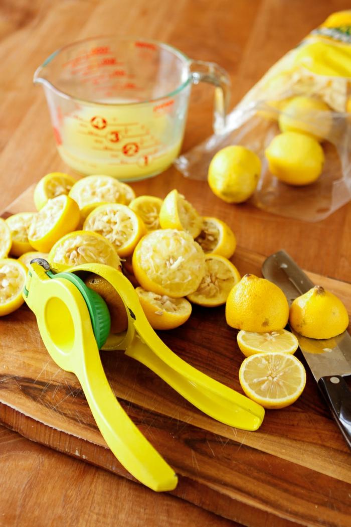 limonade selber machen frischer zitronensaft auspressen
