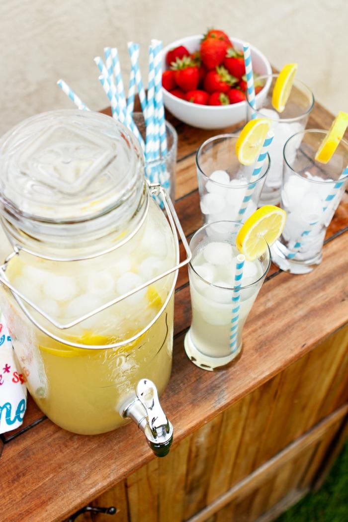 limonade selber machen gartenparty frische erdbeeren