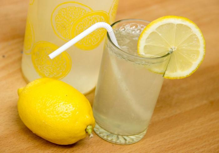 limonade selber machen kaltes getränk frische zitronen