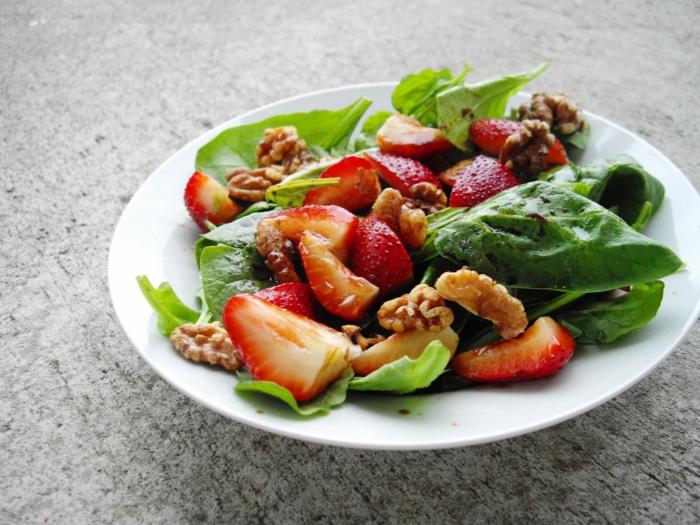 low carb rezepte spinat erdbeeren nüsse