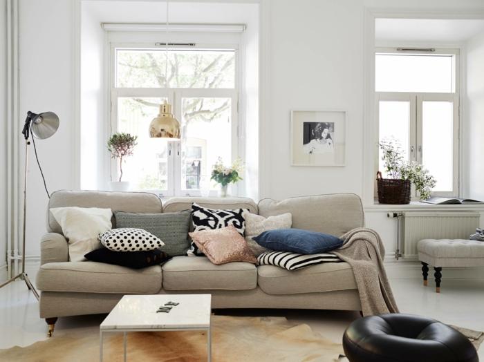 möbel trends skandinavisch einrichten wohnzimmer fellteppich pflanzen