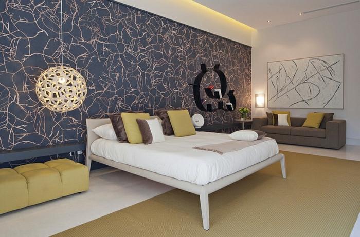 pendelleuchten schlafzimmer schöne akzentwand sofa