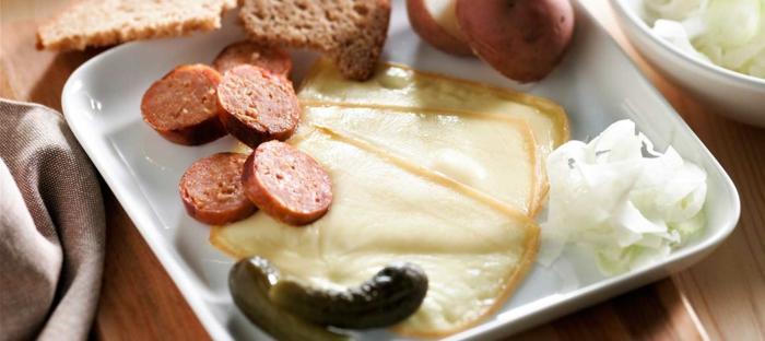 raclette rezepte klassisch herzhaft würstchen saure gurken