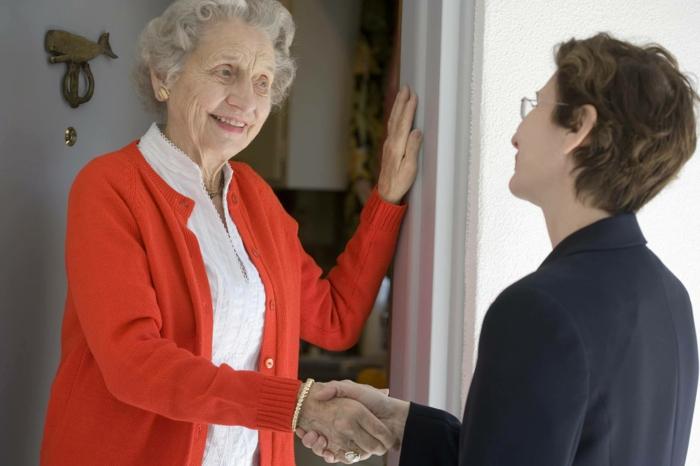 richtig kommunizieren nachbarn alte dame