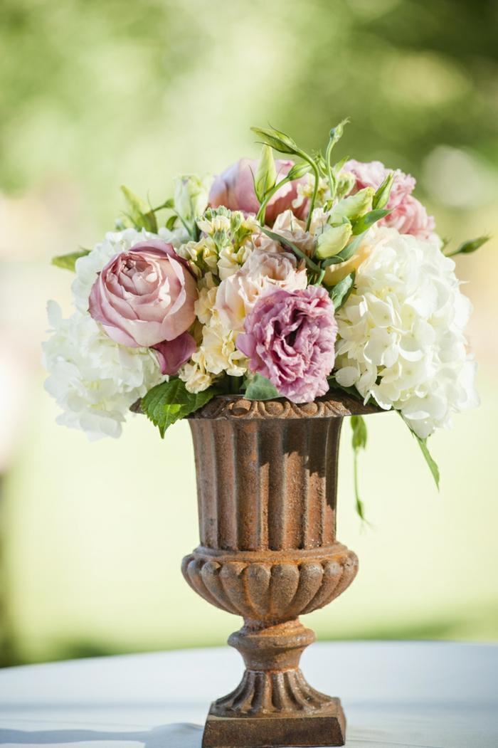 rosen deko antike vase weiße hortensien