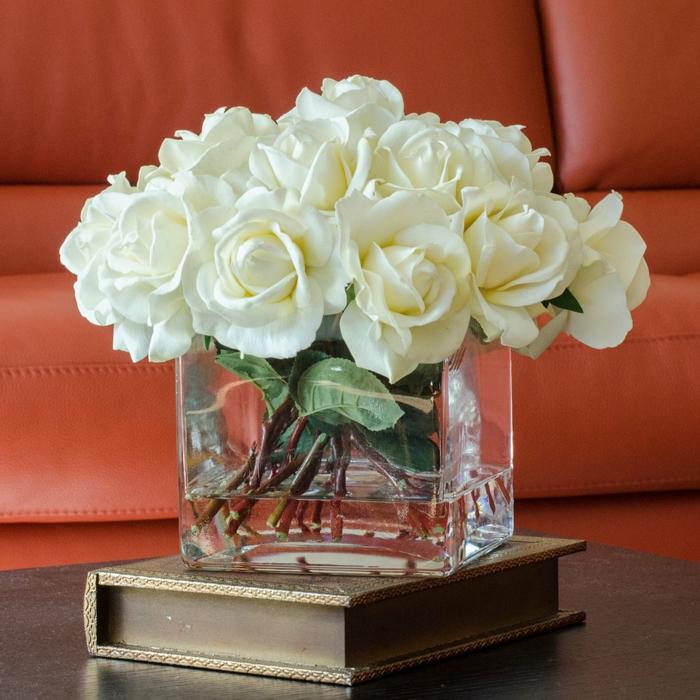 rosen deko glasvase weiße blüten