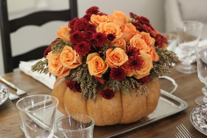 rosen deko herbst tischdeko kürbis chrysanthemen