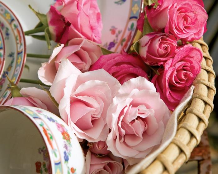 rosen deko pinke roserne blüten korb porzellan