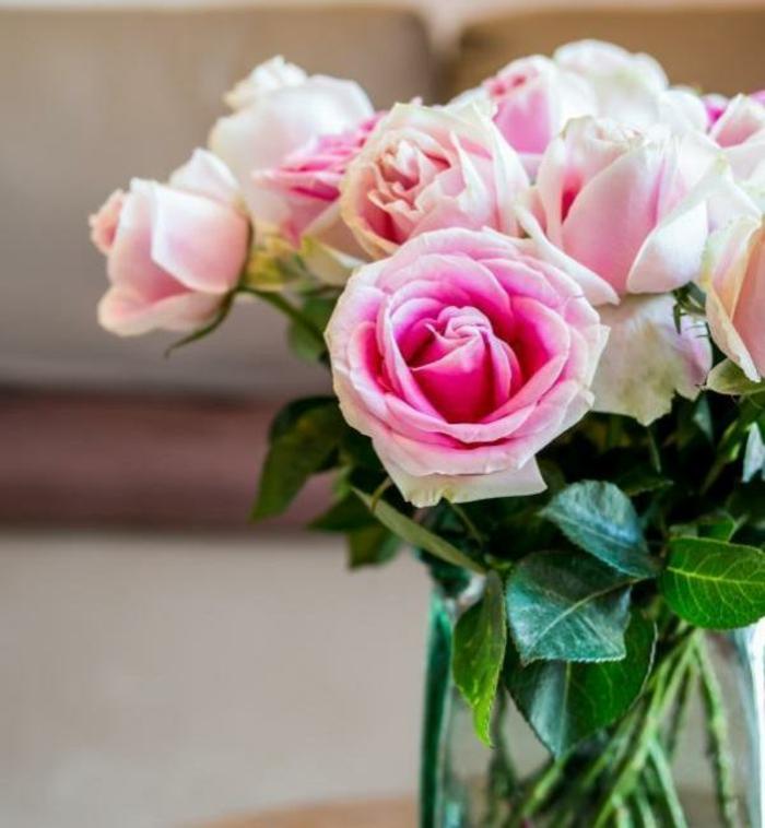 rosen deko zart frisch blumenstraus glasvase