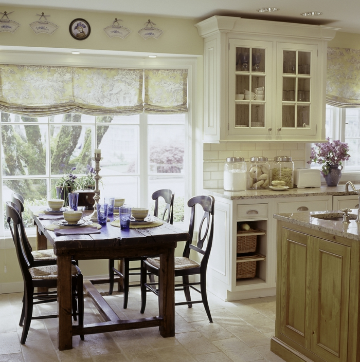 rustikaler esstisch essbereich gestalten gardinen küche fliesen