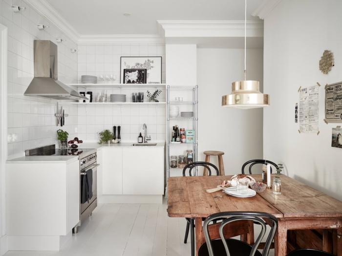 rustikaler esstisch küche skandinavisch weiße wandfarbe pendelleuchte