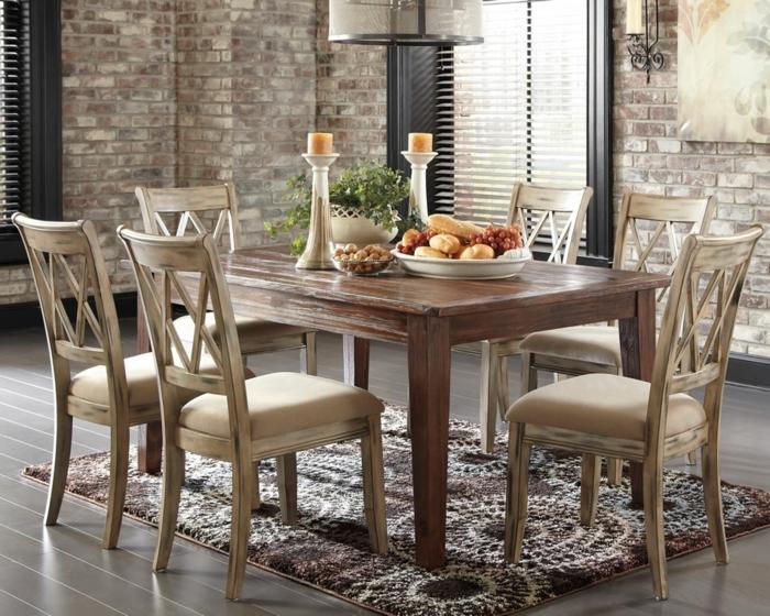 rustikaler esstisch teppich stilvolle stühle ziegelwände