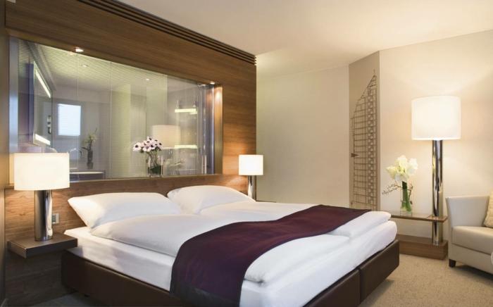 schlafzimmer einrichtungsideen gästeschlafzimmer spiegel blumen