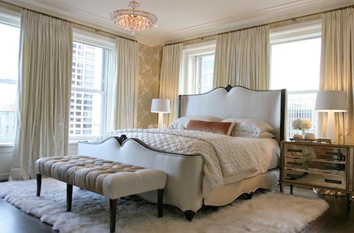 schlafzimmereinrichtung sitzbank weißer teppich nachttisch lange gardinen