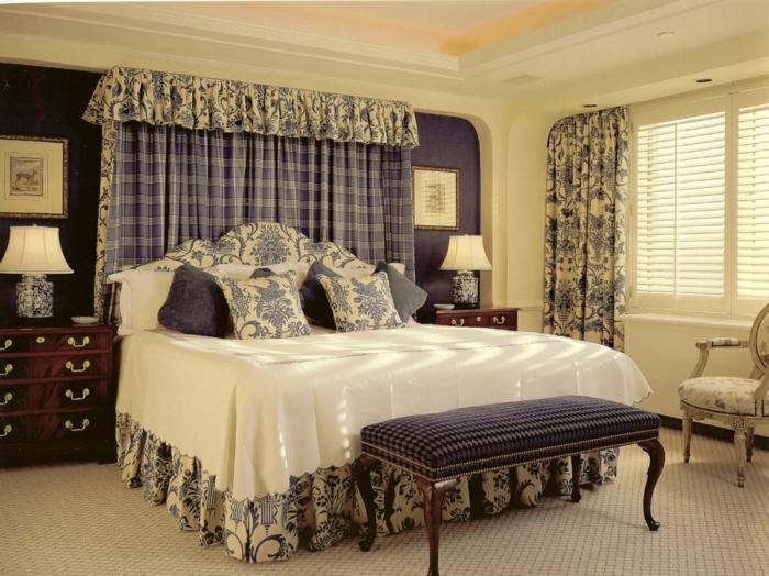 schlafzimmereinrichtung stilvolle sitzbank dekokissen gardinenmuster