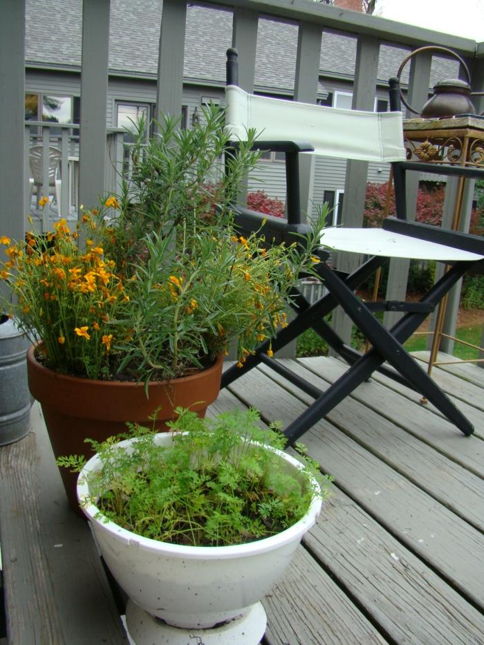 terrasse gestalten gemüse balkonmöbel außenbereich