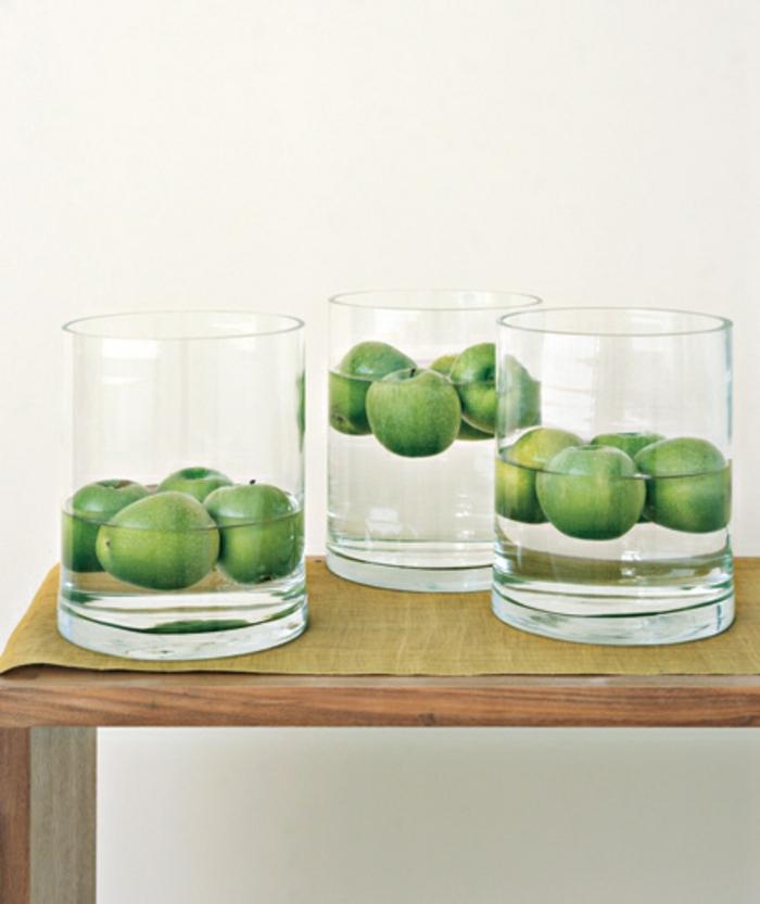 tischdeko selber machen gläserne behälter grüne äpfel