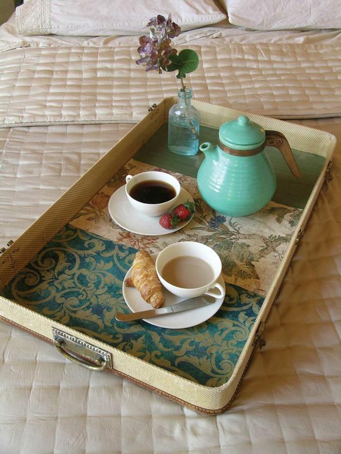 vintage koffer servierbrett frühstück
