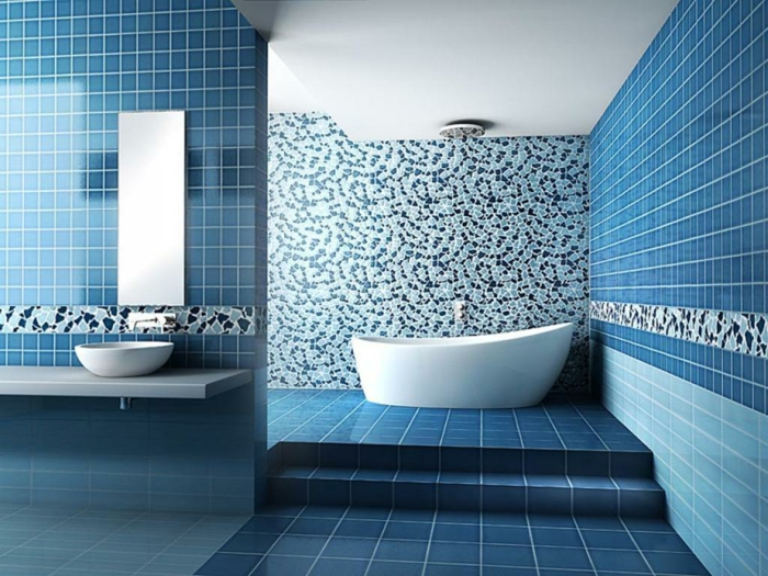 wandfliesen bad blaue fliesen badewanne treppen