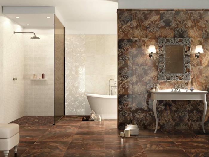Duschkabine und Badewanne mit Mosaikfliesen verschönert