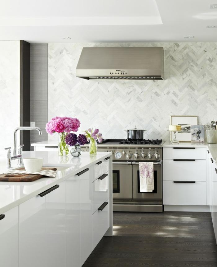 wandfliesen passen l ngst nicht mehr nur ins bad und in die k che. Black Bedroom Furniture Sets. Home Design Ideas