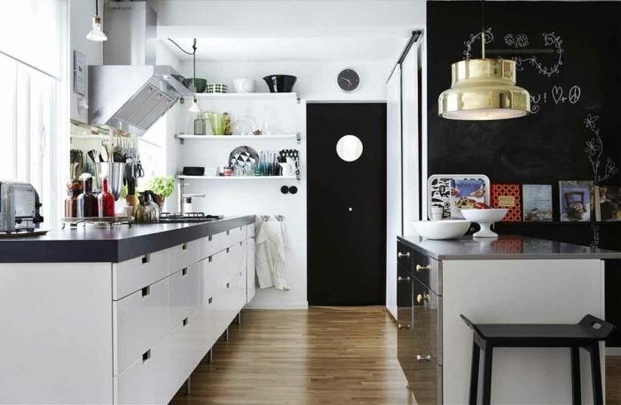 wandtafel küche weiße wandfarbe kücheninsel pendelleuchte