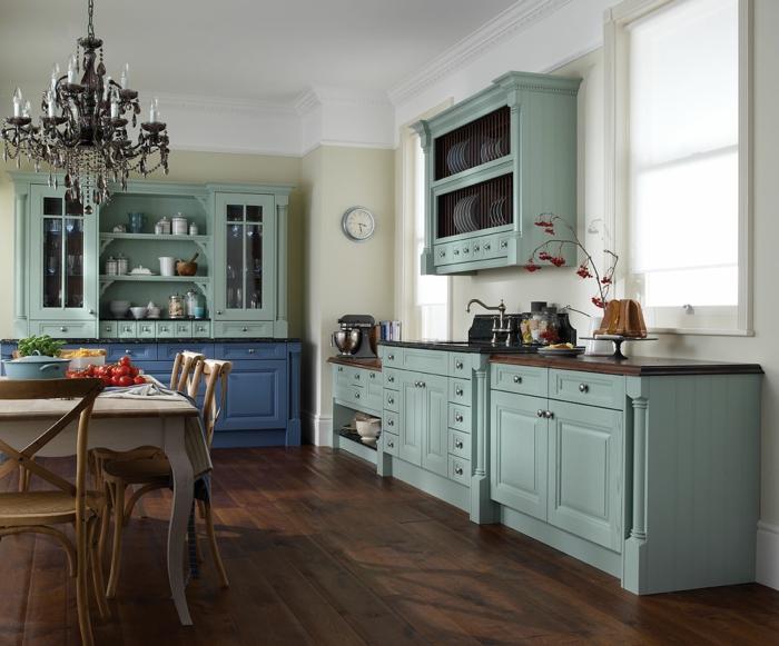 wohnideen küche hellgrüne küchenschränke holzboden