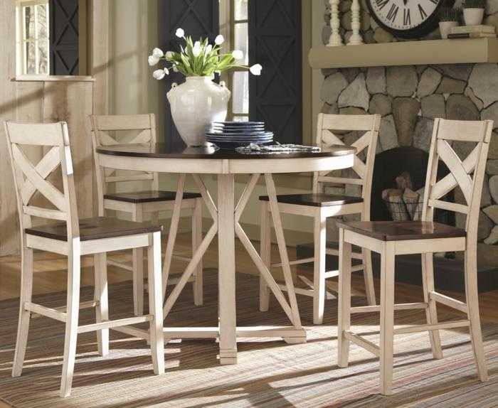wohnideen küche stühle auswählen streifenteppich steine kamin
