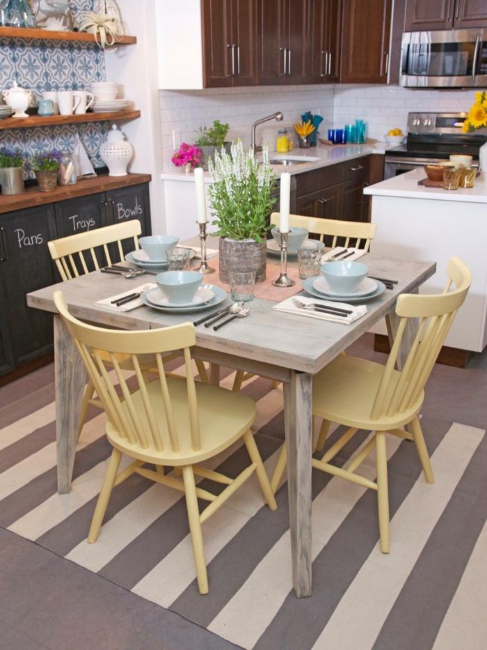 wohnideen küche stühle teppich streifen