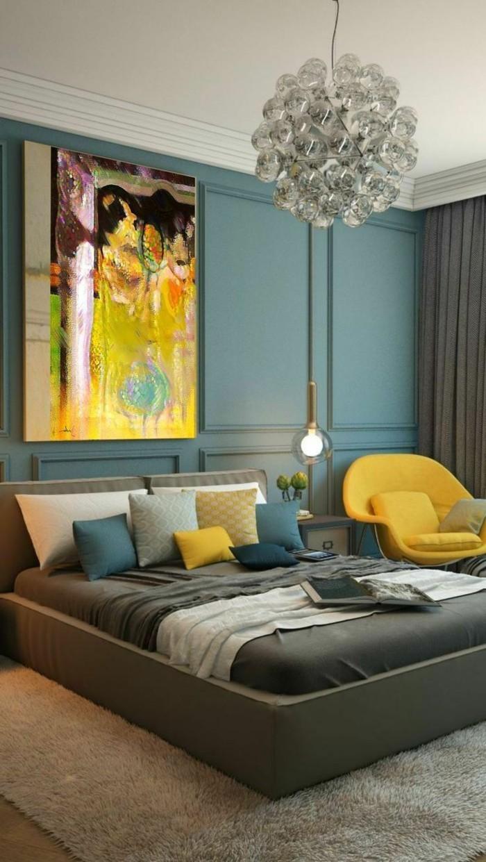 wohnideen schlafzimmer grüne wandgestaltung und gelbe akzente