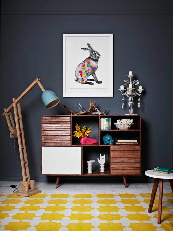 wohnzimmer einrichten tipps bodenbelag teppich gelb wandfarbe grau