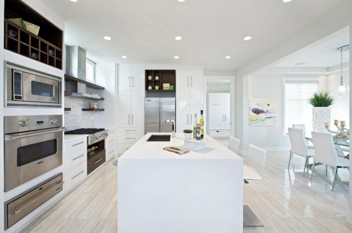 zimmergestaltung weiße küche weiße kücheninsel eingebaute leuchten