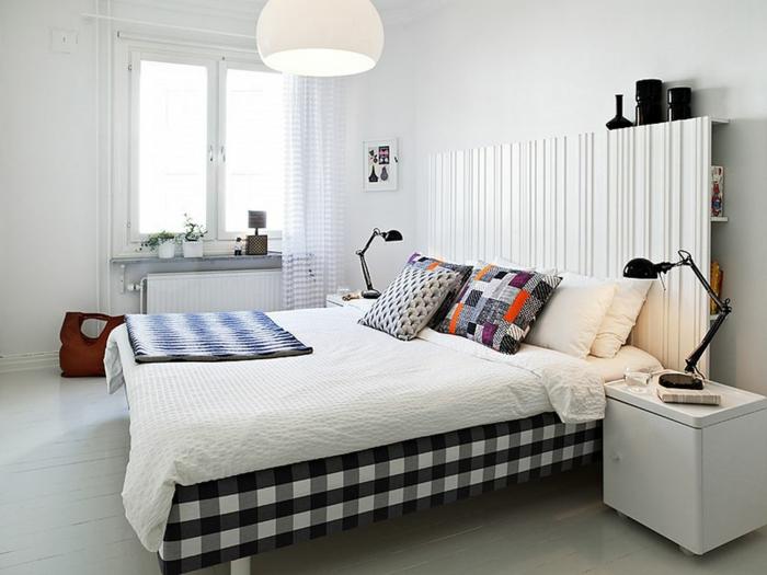 zimmergestaltung weißes schlafzimmer akzente setzen dekokissen