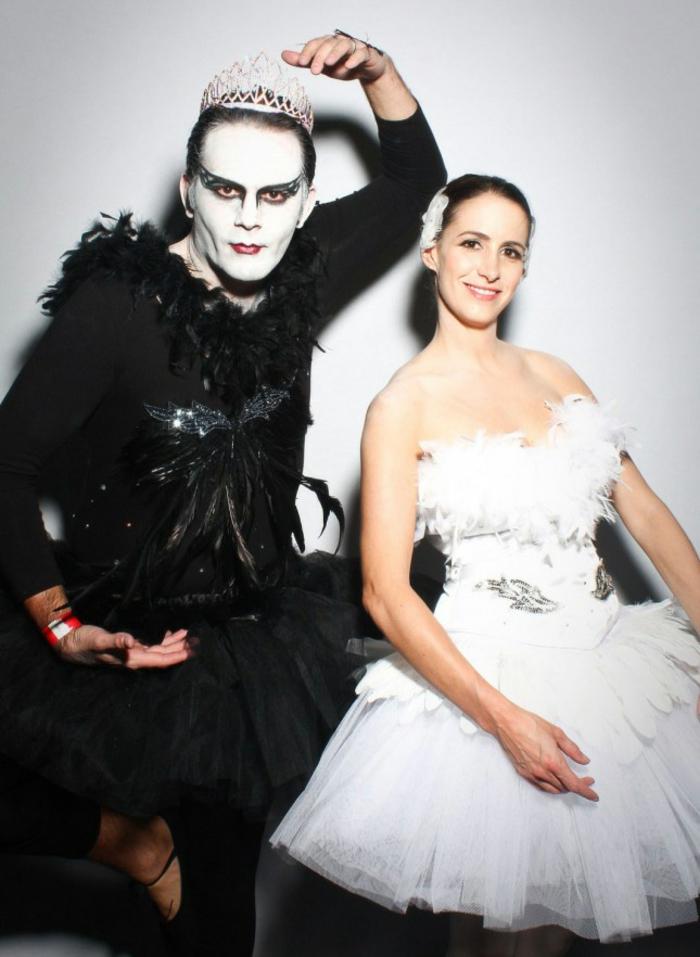 Halloween Kostüme selber machen der schwarze schwan