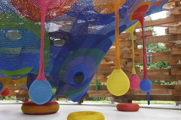 Künstlerin Toshiko Horiuchi Mac Adam kinderspielplatz aus farbigen strickwaren