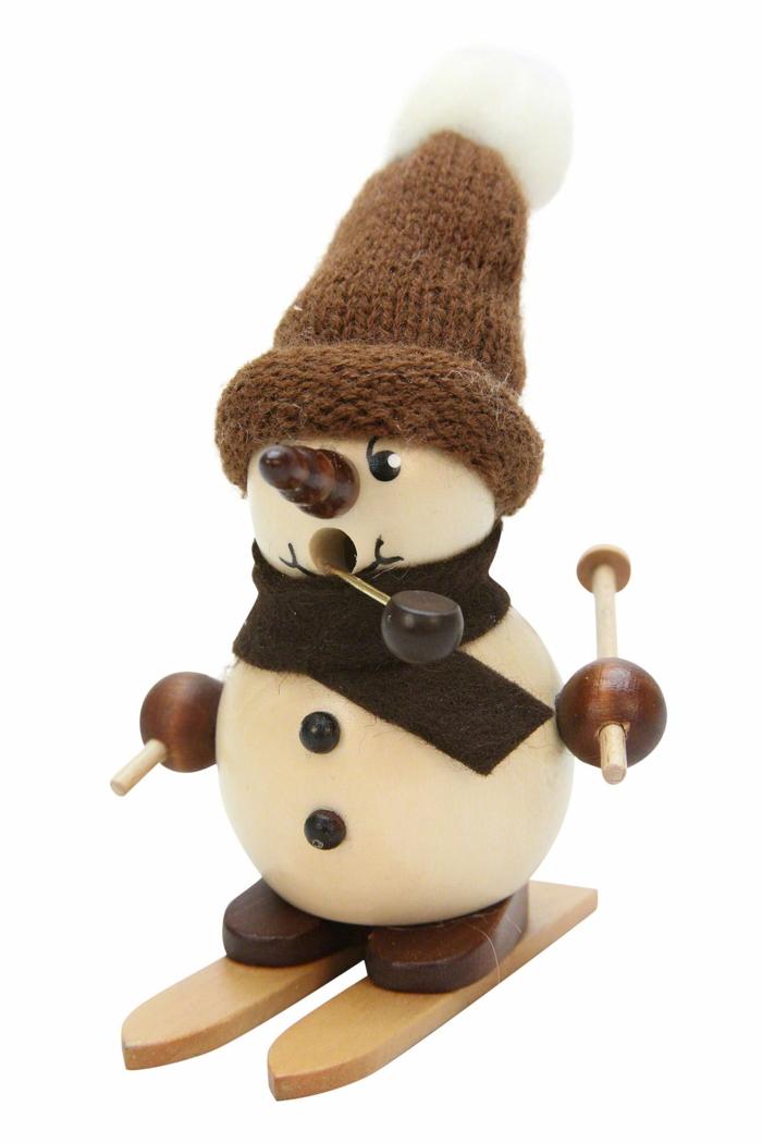 Raeuchermaennchen Schneebub auf Ski Weihnachtsdeko aus Holz