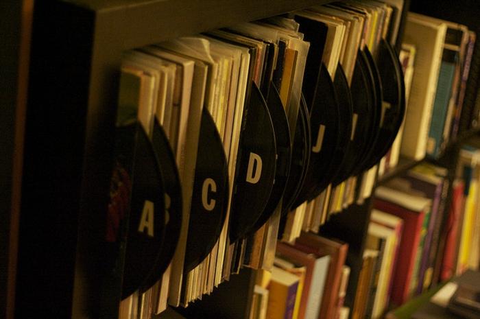 Schallplatten Bastelideen bücherregal nummerieren