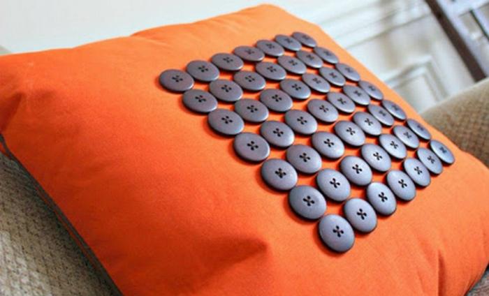Sofakissen selber nähen kreative bastelideen deko knöpfe
