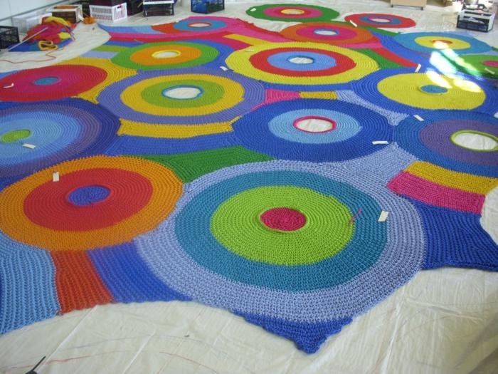 Toshiko Horiuchi Mac Adam kinderspielplatz aus strickwaren farbig