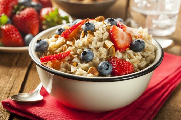 abnehmen ohne sport und diät ergiebiges frühstück nüsse früchte haferflocken