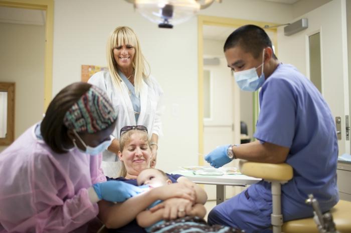 baby zähne putzen zahnarzt richtig aussuchen